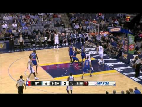 Marc Gasol with an excellent behind the back pass to Randolph inside - Knicks @ Grizzlies 18-2-14