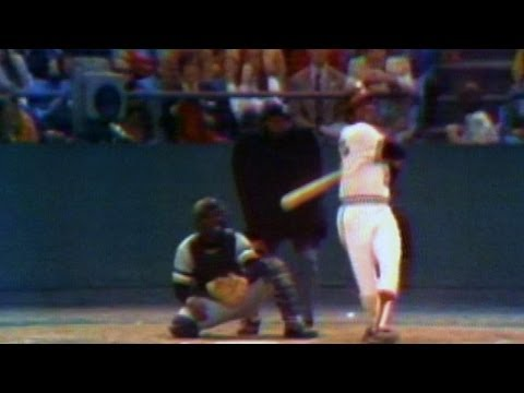 1971 WS Gm1: Frank Robinson hits solo home run