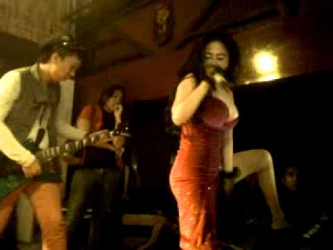 Dewi Persik Perform at sahara club...(LOMBOK)