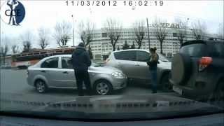 รวมคลิปอุบัติเหตุบนท้องถนน จากต่างประเทศ (ใจไม่แข็งพออย่าดู)