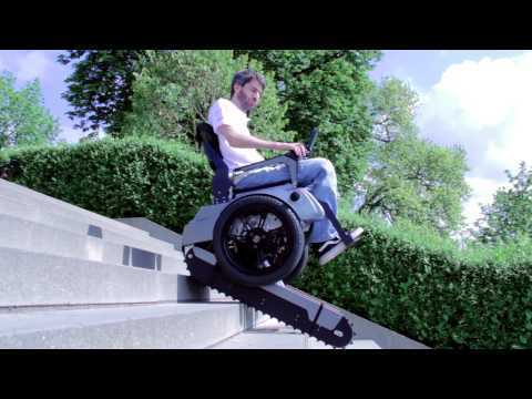 Револуционерен изум: Електрична инвалидска количка која се качува по скали