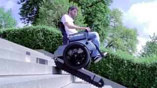 Wow keren banget, kursi roda ini berteknologi baru dan bisa naik tangga dengan mudahnya