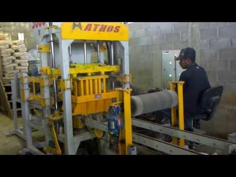 Maquina para fabricar blocos de concreto