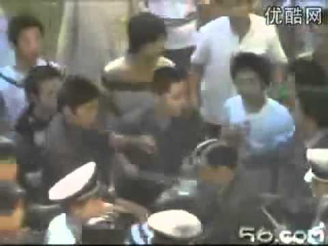 Xem video clip Sinh viên Trung Quốc nổi loạn đánh nhau trong KTX