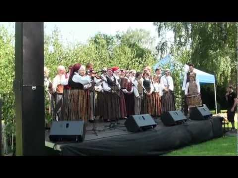 Festivāla BALTIKA 2012 koncerts 'To celiņu es pazinu' pie Ikšķiles tautas nama - 00626