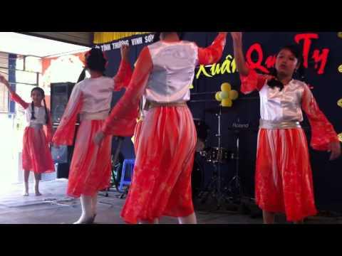 Múa bài Cánh Bướm Vườn Xuân - Các em học sinh lớp Vinh Sơn.MOV