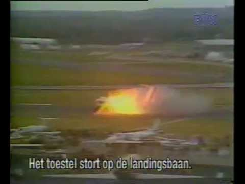 STOL Aircraft Crash Landing DHC-5D Buffalo Turboprop Plane at Farnborough Airshow during Demo Flight