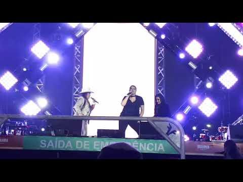 20/08/2017 - Momento quente no show de Maiara & Maraisa
