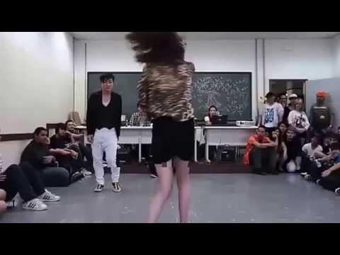 Clip Cô giáo và nam sinh nhảy sexy trong lớp học ở nhật