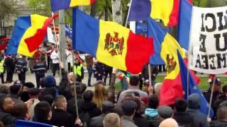 Protest pro și anti-Putin la ambasada rusă, Chișinău