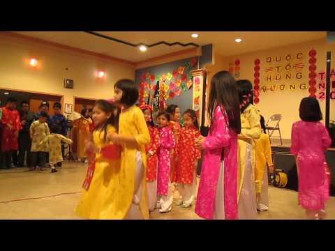 Tet Den Roi 2014- Girl Scouts Me Linh