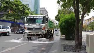 Xe tưới nước công viên rửa đường tình cờ gặp 2 đoàn xe CSGT mở đường giữa trưa - Funny situation