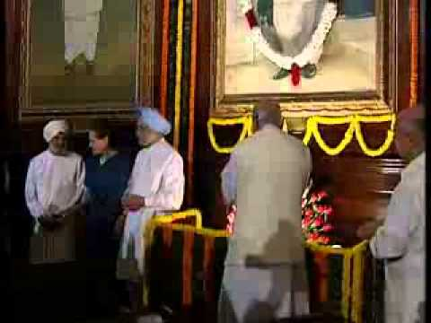 PM Manmohan Singh pays tribute to late Prime Minister Lal Bahadur Shastri at Parliament house