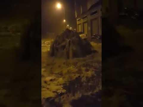 فيديو:بحيرة مائية كبيرة بعد إنفجار بالوعة بالحسيمة