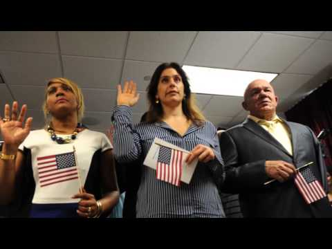 Homeland Security Secretary Jeh Johnson swears in 150 new U.S. citizens in Manhattan ceremony.