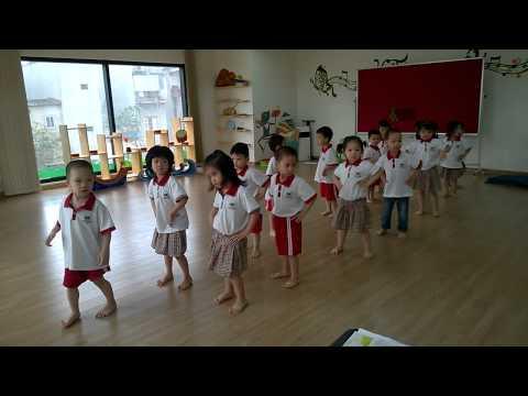 Troi nang troi mua Aerobic dance Bambi 1 T8 Vinschool 2013-2014