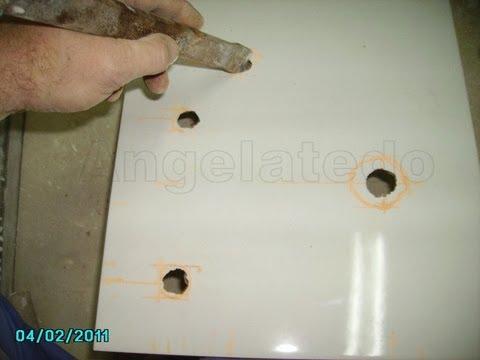 Cómo hacer agujeros en azulejos para tomas de agua, con amoladora o radial..