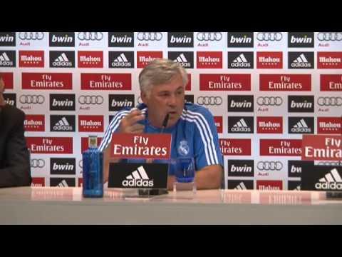 El entrenador del Real Madrid, Carlo Ancelotti se lía con tantos idiomas.