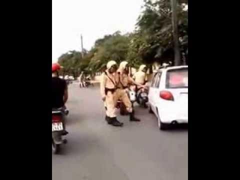 Cảnh sát giao thông rượt bắt xe ôtô như phim hành động Mỹ
