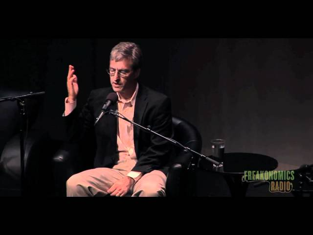 Levitt Introduces Himself: Freakonomics Radio Live in St. Paul