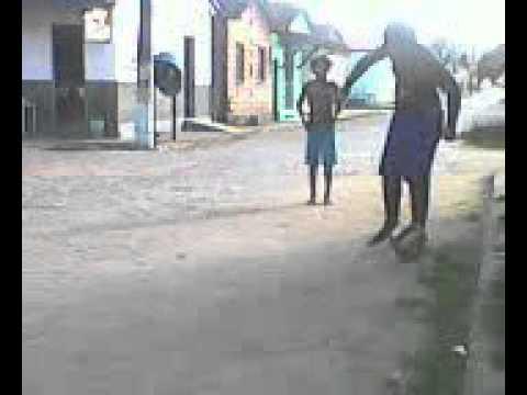 jailan e nauan jogando bola