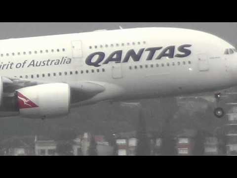 Qantas Airlines A380-800 landing I Sydney International Airport