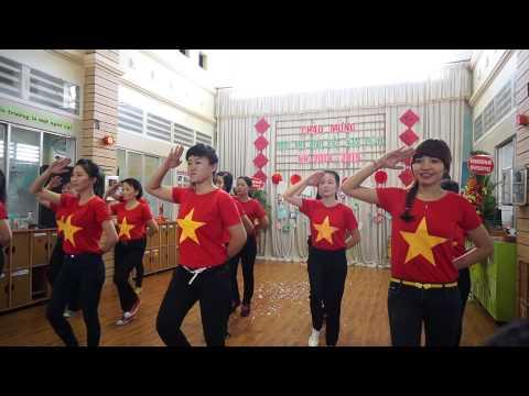 Nhảy nối vòng tay lớn khối nhà trẻ trường mầm non Hạnh Phúc