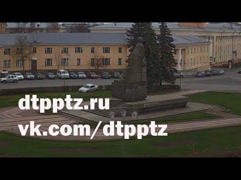 """""""Припарковался"""" у памятника Ленину"""