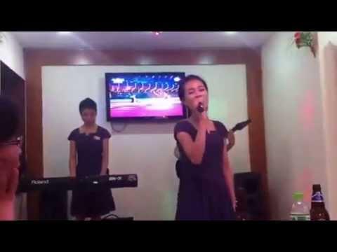 Gái Triều Tiên hát tiếng Hoa ở Hà Nội