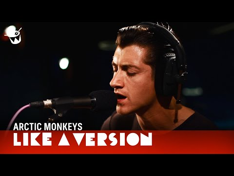 Miniatura del vídeo Arctic Monkeys cover Tame Impala 'Feels Like We Only Go Backwards'