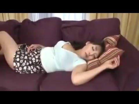Clip quay lén chị dâu ngủ trưa