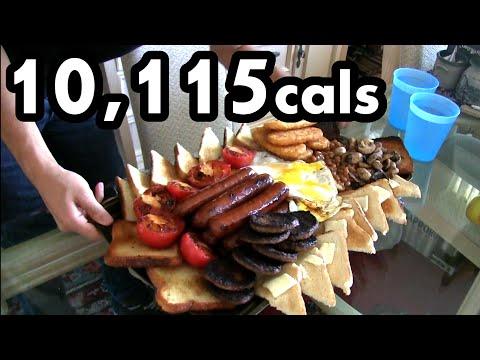 Човек со црна дупка во стомакот јаде доручек од 10.000 калории