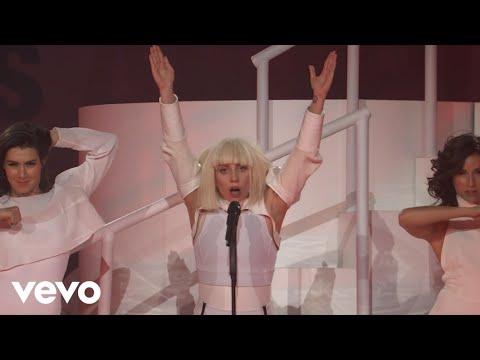 Смотреть клип Lady Gaga - MANiCURE