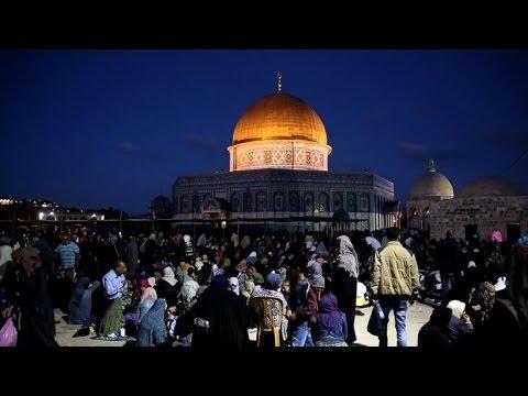 الفلسطينيون يحيون ليلة القدر في القدس