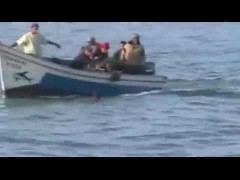 العرائش : انقاذ شاب من الغرق بعد ان جرفه التيار ـ فيديو ـ