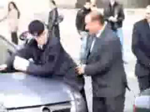 Silvio Berlusconi humping on police woman (REAL FOOTAGE)