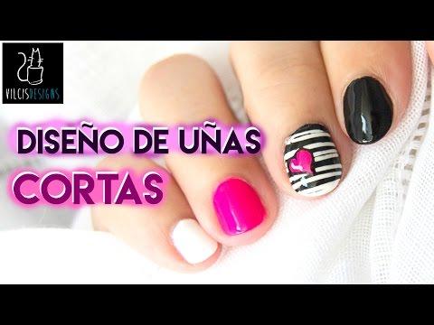 Diseño de uñas cortas blanco y negro corazón neón / Short nail design black and white neon heart