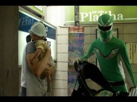 Siêu nhân tại ga tàu điện ngầm Tokyo