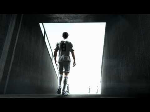 FIFA 11 Кака выходит на поле
