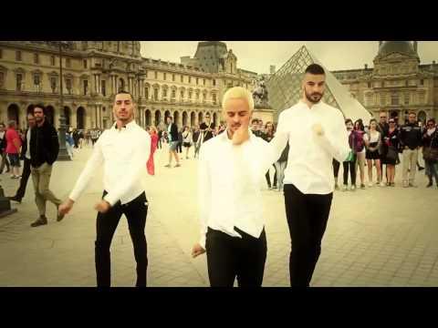 Chicos bailando en tacones??? SPICE GIRLS