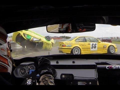 فيديو: سائق يتفادى الإصطدام بسيارة فولفو طائرة تجاهه في سباق