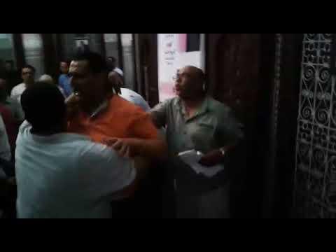 بالفيديو..تشابك بالأيدي وشجار عنيف داخل حزب الاستقلال