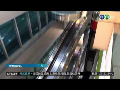 """华裔美、加籍夫妻机场争吵 她被""""公主抱""""丢下楼"""