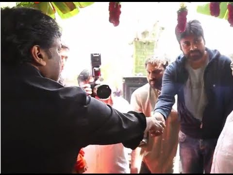 Mega Star Chiranjeevi giving Akshinthalu to Power Star Pawan Kalyan - Exclusive Video
