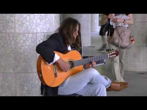 Chơi Guitar Cực Đỉnh Ở Barcelona