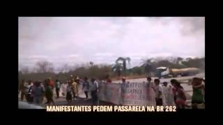 Moradores de Juatuba fecham a BR-262 para exigir passarela