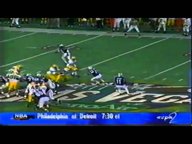 Oregon safety Jaiya Figueras intercepts a pass vs. Air Force 11-22-1997