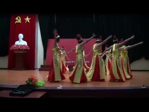 Hát múa Dòng máu lạc hồng - K33E Vòng sơ loại