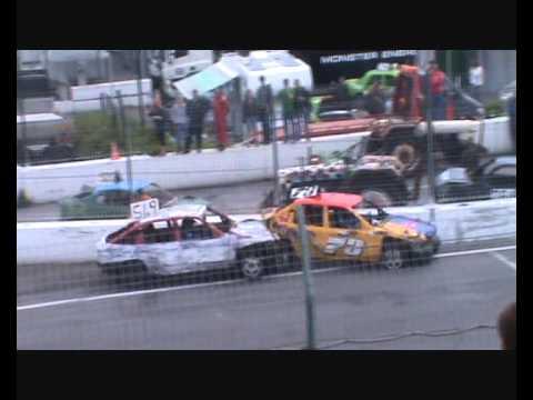 فيديو: سباق تدمير السيارات على الطريقة الأوروبية