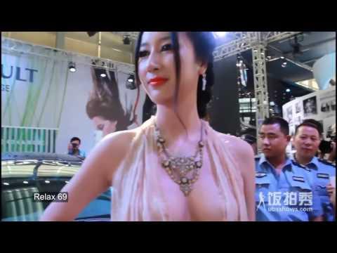 Người mẫu Trung Quốc không mặc áo ngực lộ hàng khủng